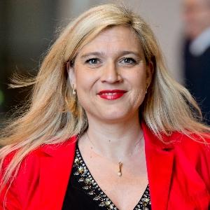 Gesundheitsministerin fordert mehr Hilfe für Menschen in Krisen